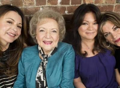 News video: The 'Hot In Cleveland' Cast Really Loves Working With Betty White